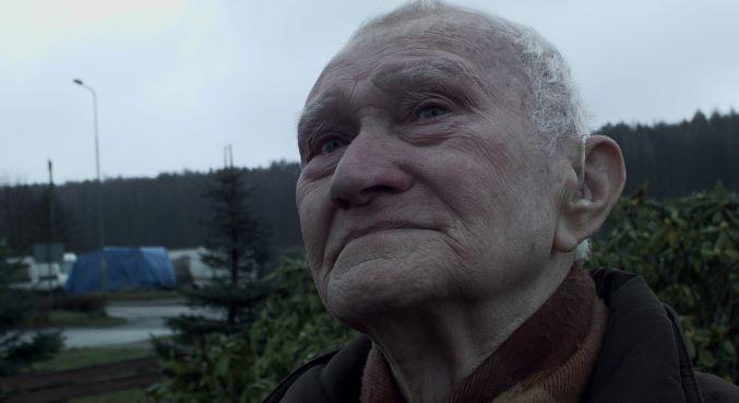 kadr z filmu Pod niebem